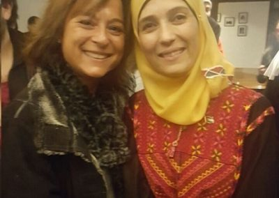 Jacqueline junto a Hanan al-Hroub